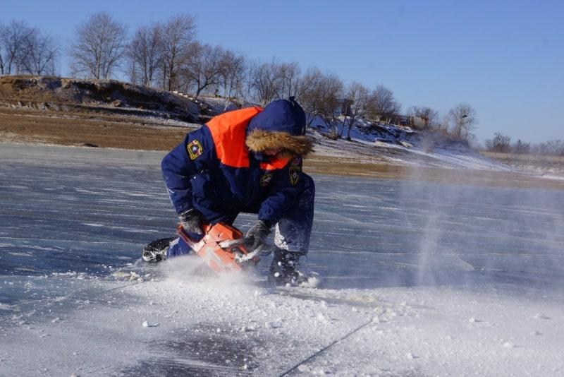 МЧС России контролирует безопасность 3,9 тыс. мест Крещенских купаний