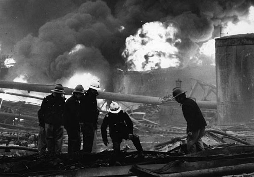 Разбор завалов на заводе Nypro 1 июня 1974 года Фликсборо