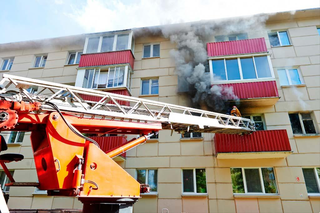 Работа пожарной автолестницы