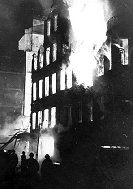 Пожар жилого дома в блокадном Ленинграде (1942 год)