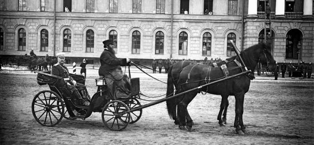 Брандмайор М.А. Кириллов во время смотра пожарных (Санкт-Петербург, 1900)