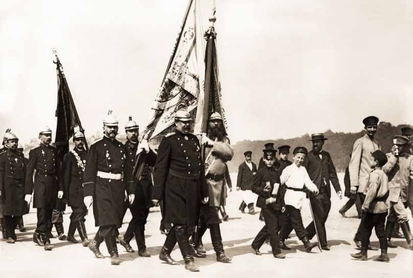 Парад пожарных частей и дружин на Марсовом поле в Санкт-Петербурге 27 мая 1903 года.