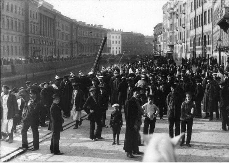 Подъем автомобиля из реки 1916 год
