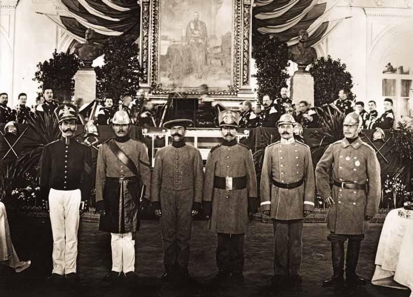 Показ исторических костюмов чинов пожарной команды различных эпох 1903 г.