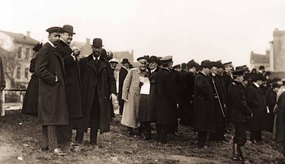 Председатель Совета ИРПО князь А. Д. Львов на испытаниях огнетушителей. 22 сентября 1909 г.