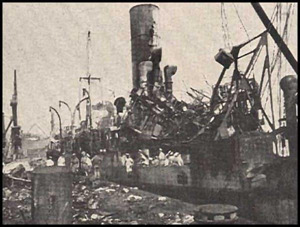 Разрушения после взрыва. Корабли в порту