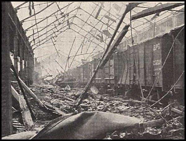 Разрушения после взрыва. Железная дорога