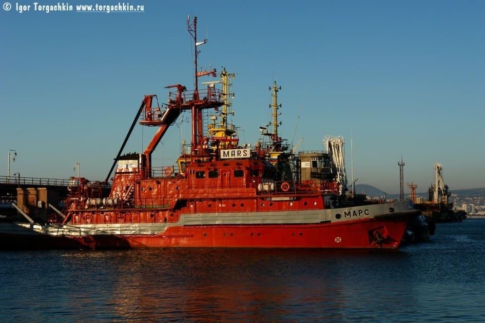 Пожарное судно проекта 14613 МАРС. Фото Торгачкина И.П.