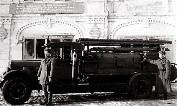 Пожарная автоцистерна на базе ПМЗ-1. Емкость - 2000 литров