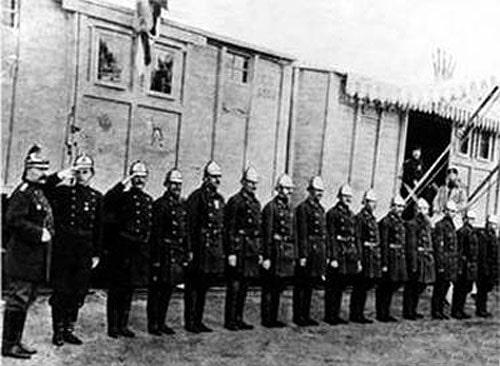 Пожарная команда передвижной выставки в 1899 году