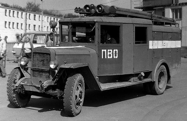 Пожарная машина ПМЗ-11 с закрытым кузовом и двойной кабиной на базе УралЗИС-5