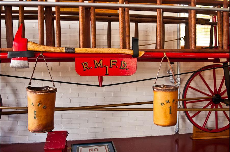 Музейный экспонат пожарные ведра