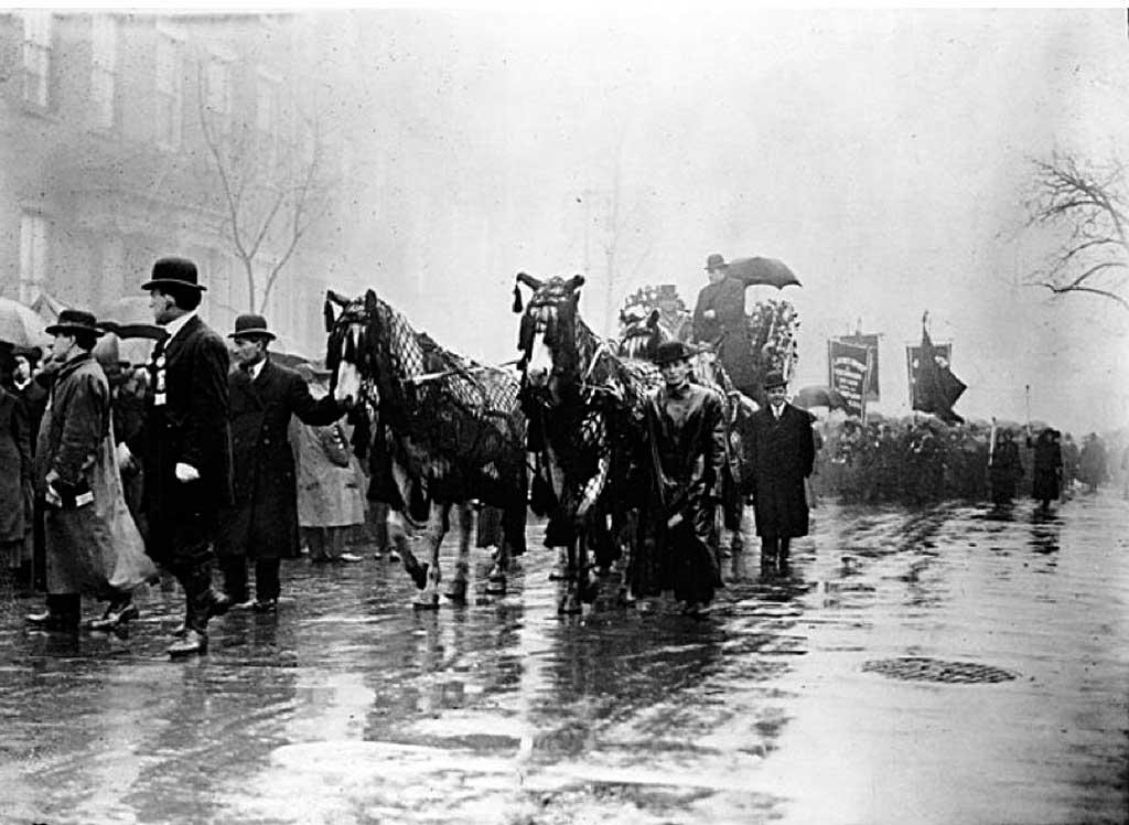 Похоронной процессия 5 апреля 1911 года