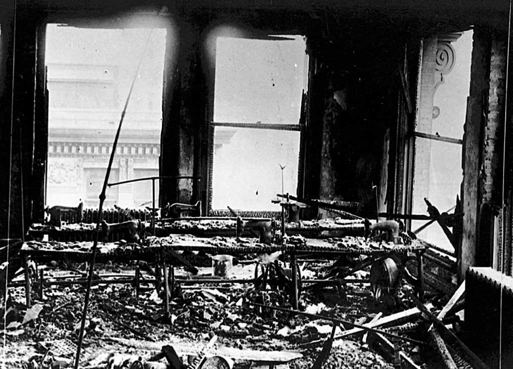 Помещение швейной фабрики Triangle после пожара