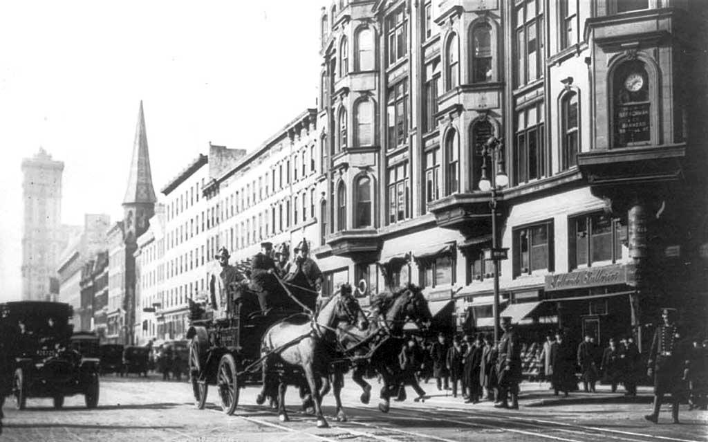 Пожарная команда Нью-Йорка спешит на пожар (1911 год)