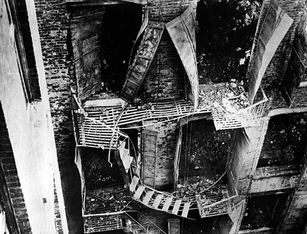 Пожарные лестницы и балконы Asch Building после пожара