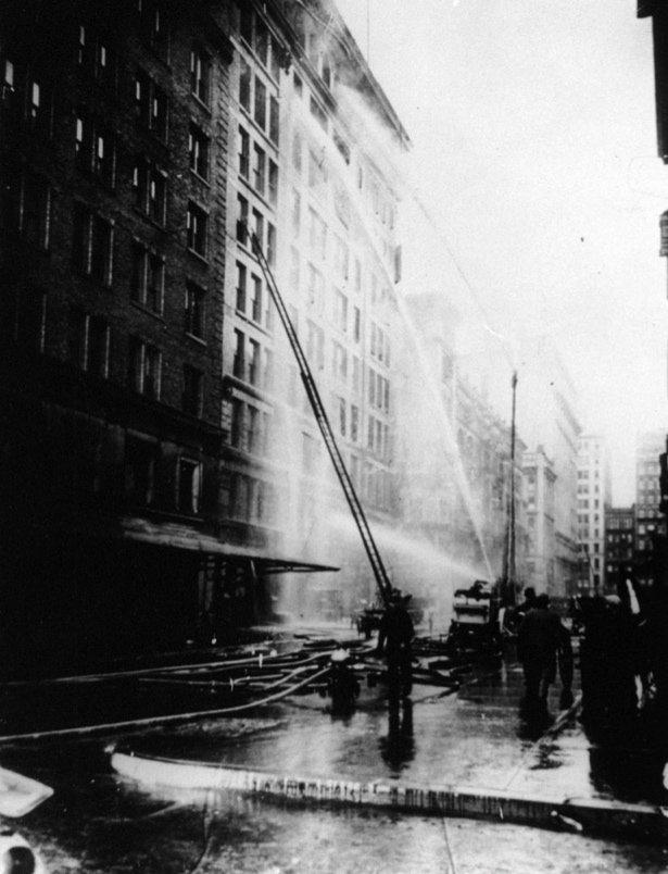 Тушение пожара в здании Asch