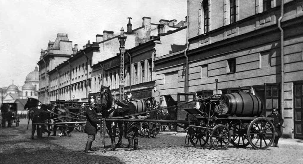 Закладка пожарного обоза (г. Санкт-Петербург, начало ХХ века). Фото К. Булла