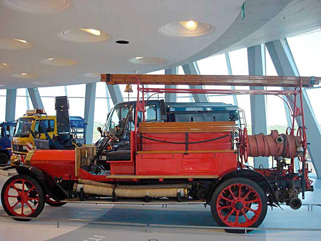 Пожарный автонасос Benz Grunewald в музее Mercedes-Benz