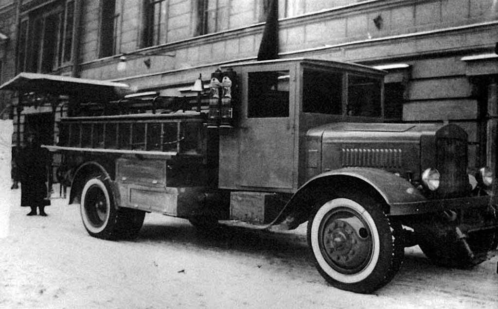 Пожарная автоцистерна Ленинградского треста по очистке города (ЛТОГ)