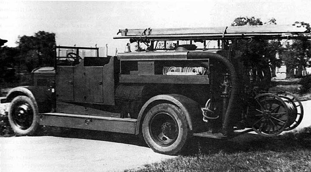 Пожарная автоцистерна без крыши на шасси ЯГ-6