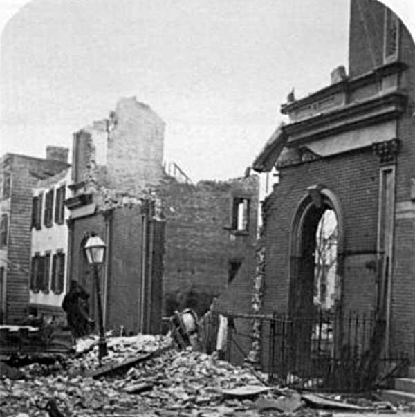 Развалины театра Бруклина после пожара