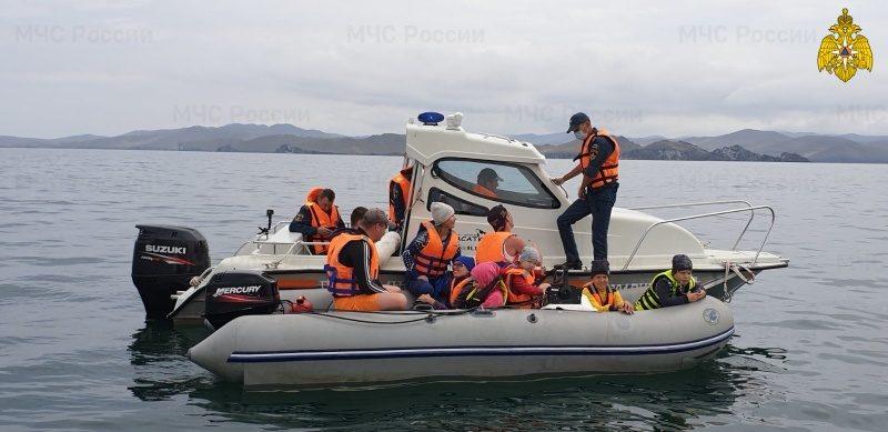 Сотрудники МЧС России провели рейд по соблюдению правил пользования маломерными судами по озеру Байкал