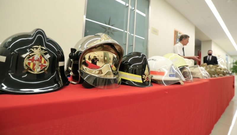 Историческая экспозиция пожарных касок разместилась в МЧС России