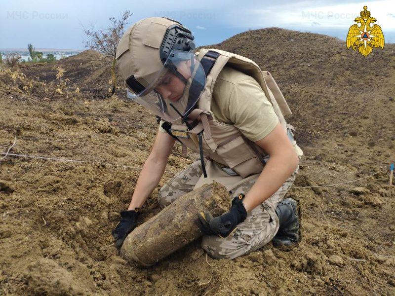Пиротехники МЧС России обнаружили более 2,3 тысяч взрывоопасных предметов в Республике Крым и Тверской области