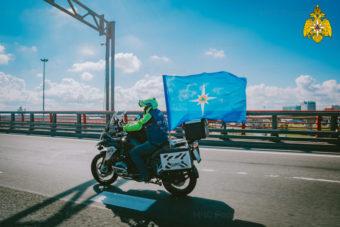 Пожарный мотоклуб «Fiery Hearts» провел мотопробег в честь 30-летия МЧС России и 75-летия победы в ВОВ