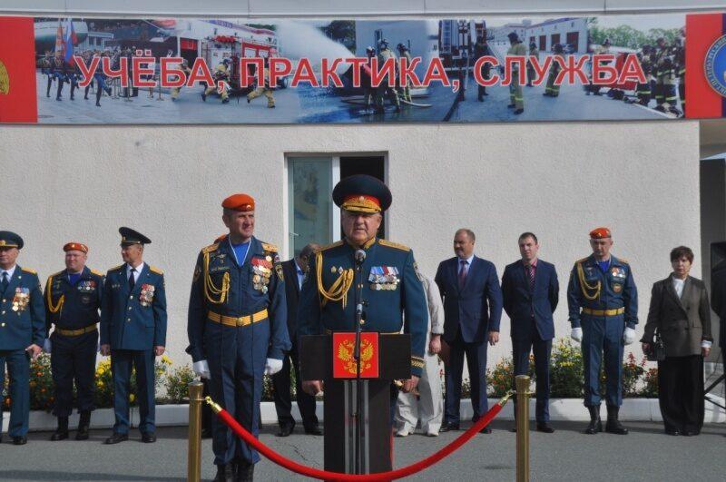 Первокурсники Дальневосточной пожарно-спасательной академии присягнули на верность Родине