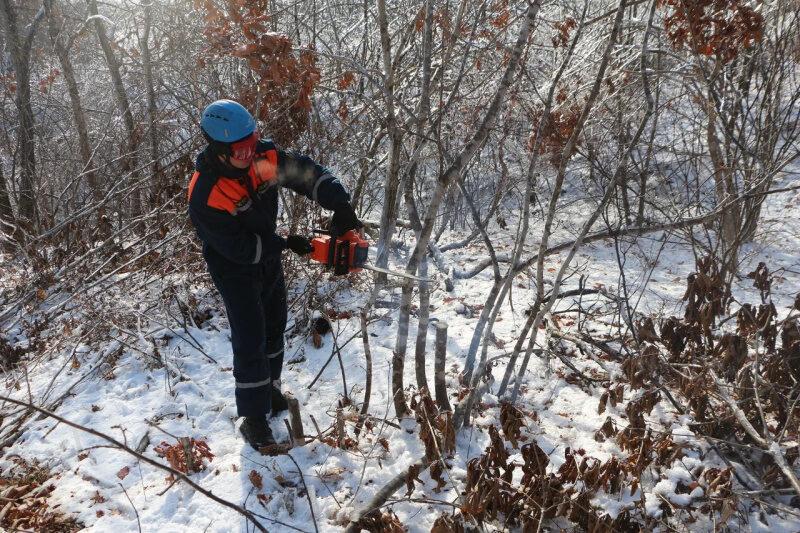 В Приморье спасатели МЧС России продолжают ликвидировать последствия стихии